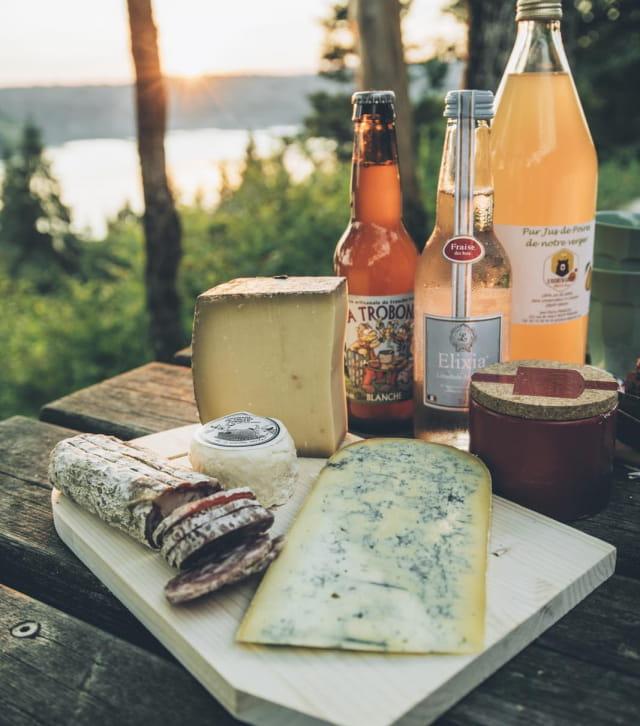 Pique-nique de spécialités régionales au dessus du lac de Vouglans