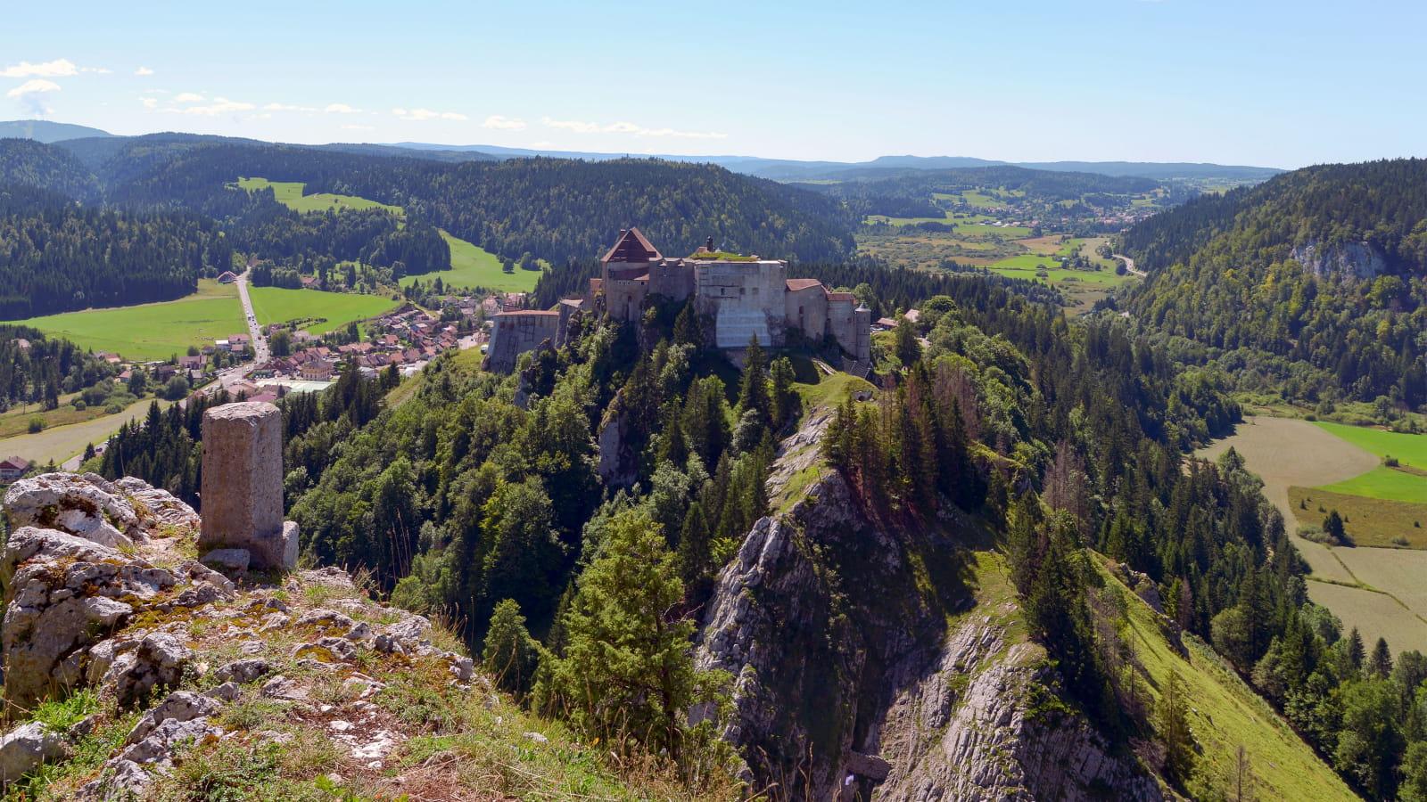 Château de Joux et panorama