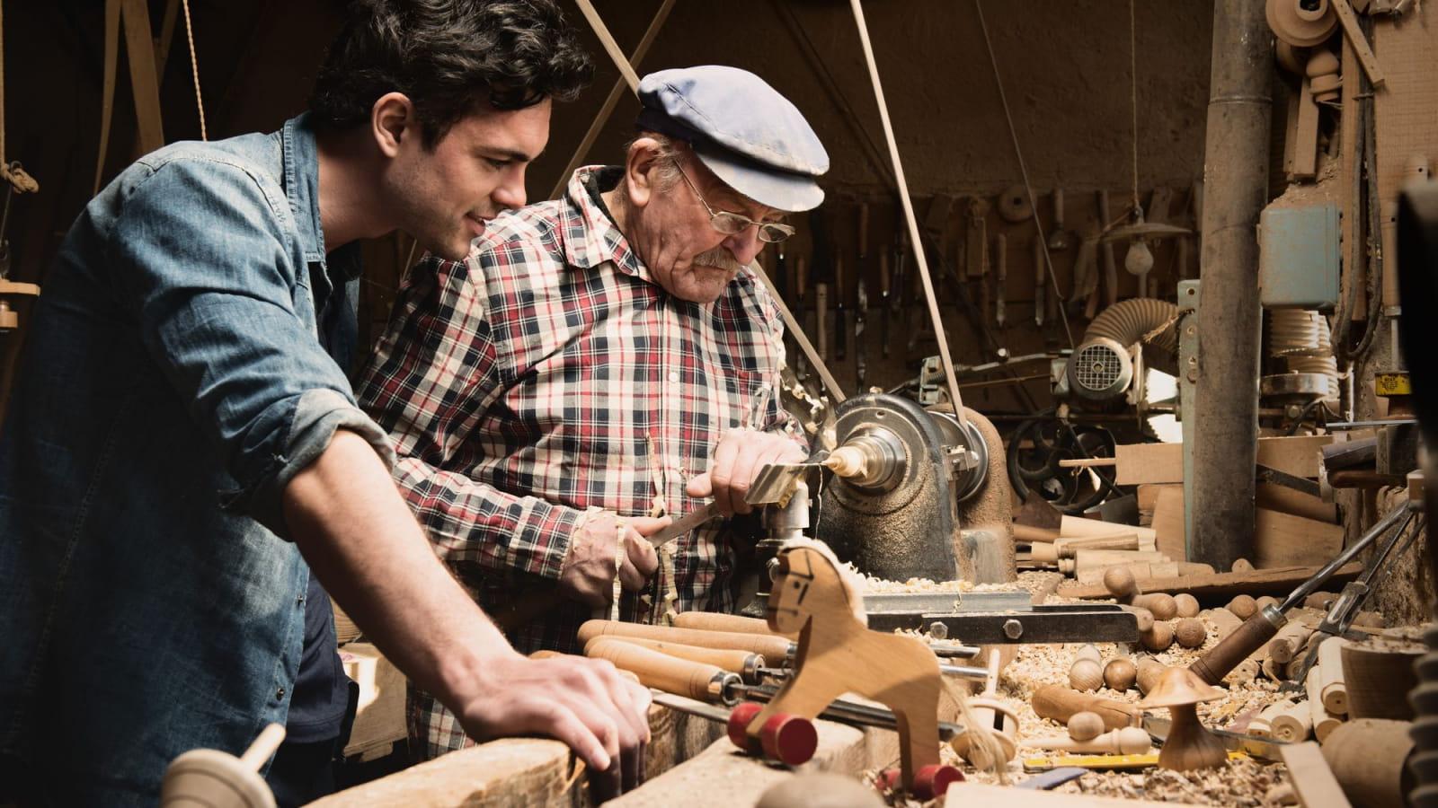Inititation au travail du bois dans un atelier