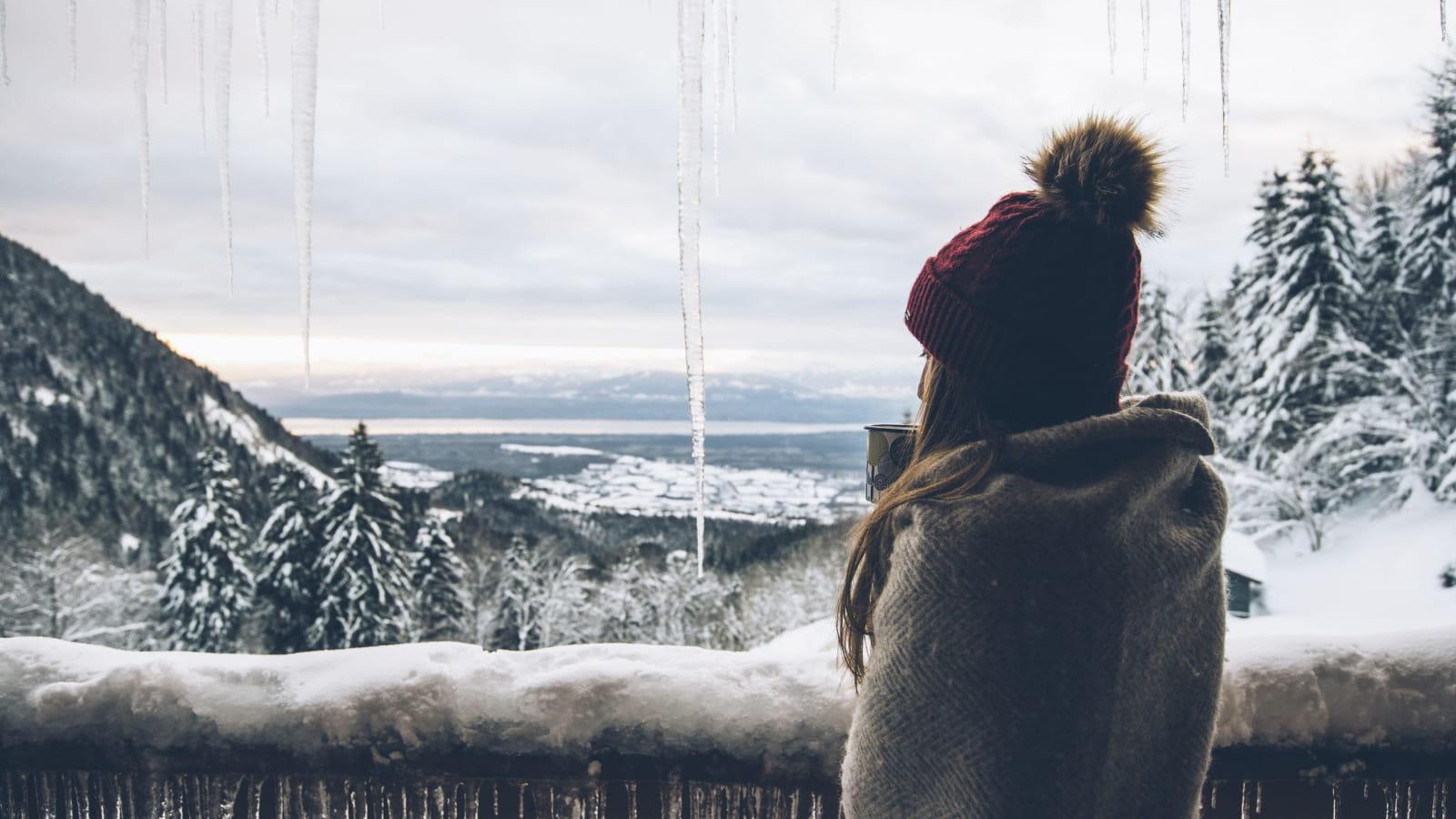 Vue depuis le balcon de l'hôtel La Mainaz aux Monts Jura. La plus belle vue d'Europe sur le Mont Blanc et le lac Léman