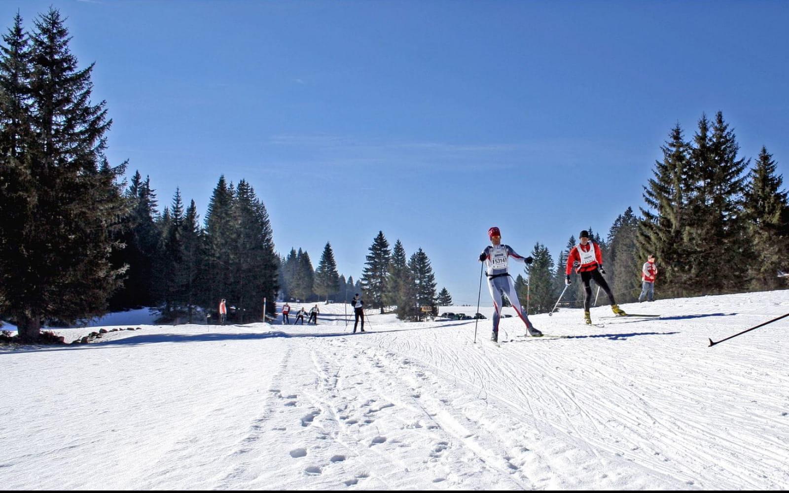 Chaque année en février, plus de 4000 skieurs nordiques s'élancent sur les 68 km de la Transjurassienne