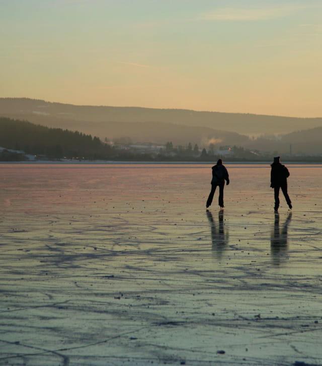 Patin à glace sur le lac de Saint-Point