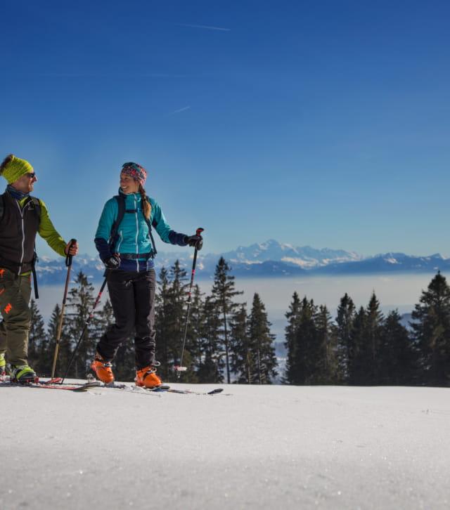 Ski de rando dans le Haut-Doubs avec vue sur les Alpes