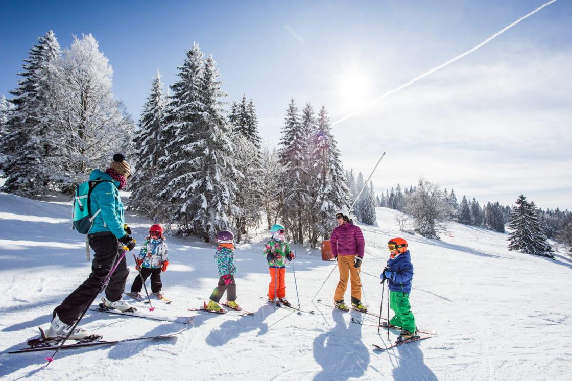 Appréciées des familles pour leurs pentes douces et rassurantes, les Montagnes du Jura sont une vraie montagne à skier !