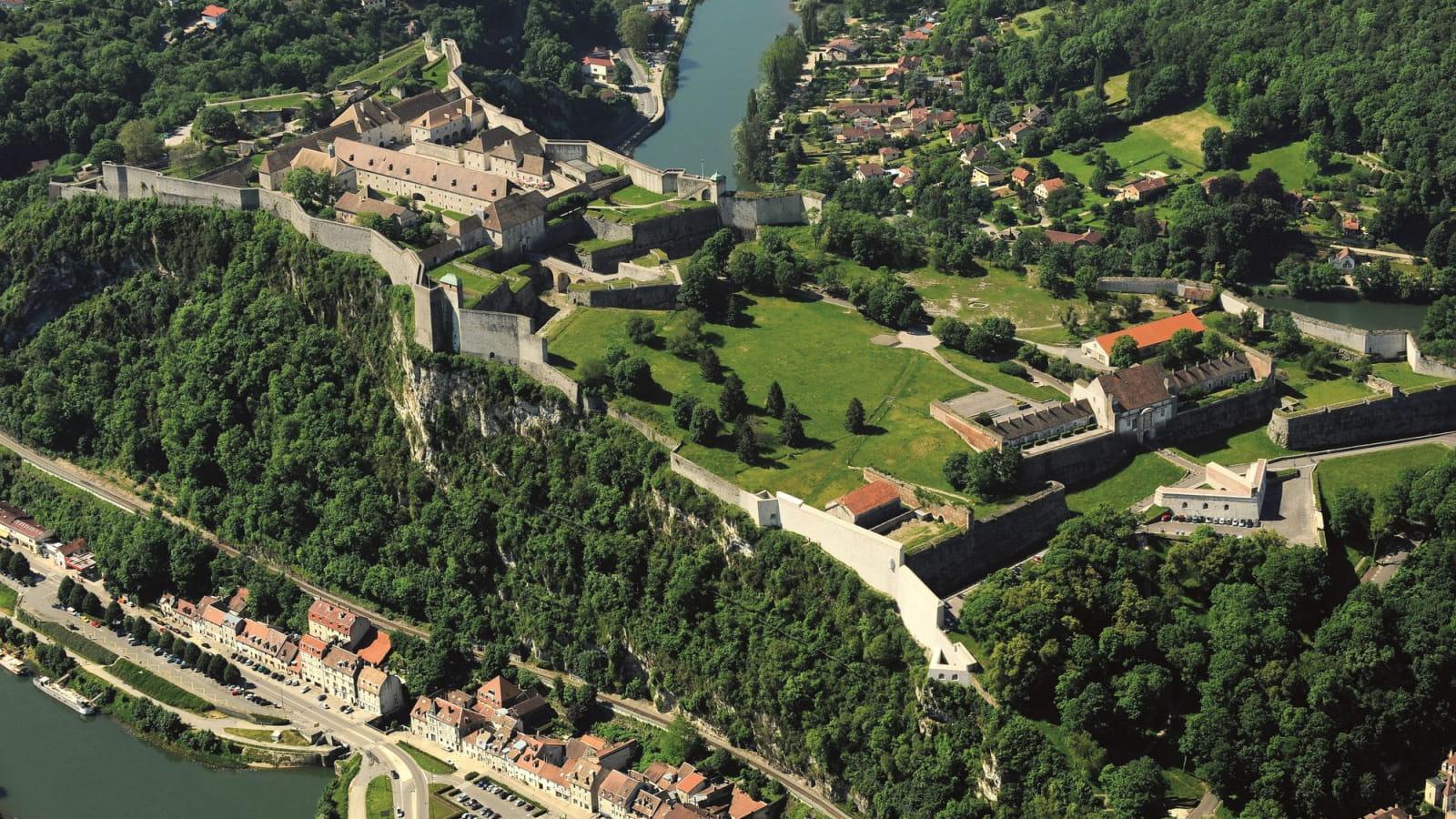 Vue aérienne sur les remparts de la Citadelle Vauban