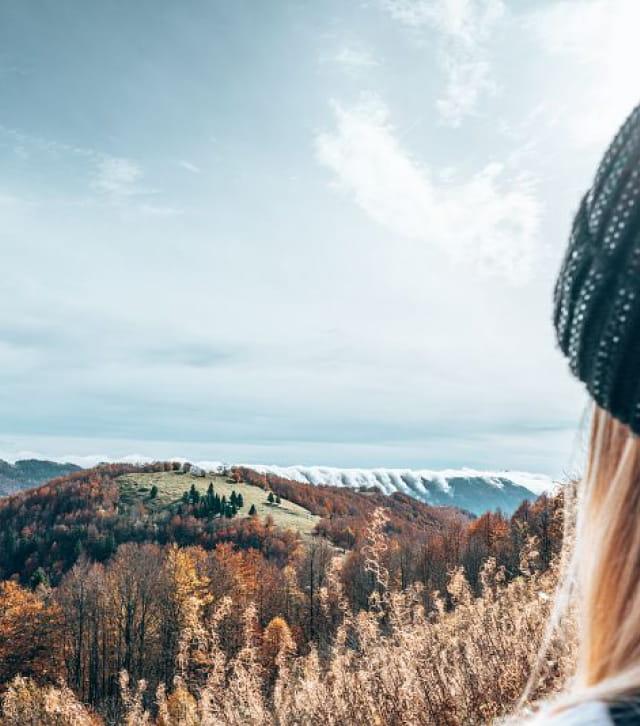 Vue du sommet du Crêt de Chalam à l'automne et mer de nuages