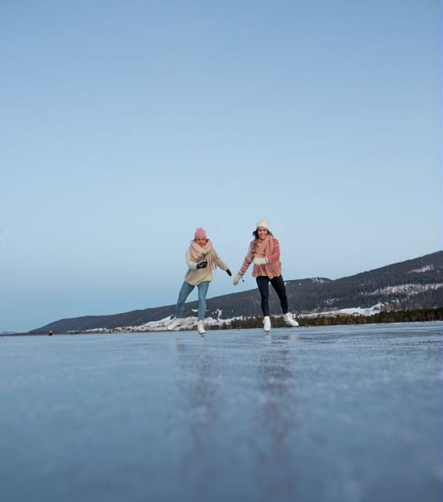 Patin glace sur le lac gelé des Rousses